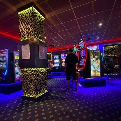 Sală de jocuri Las Vegas Games – Braşov, str. Stadionului – gambling, casino, sloturi, păcănele, jocuri de noroc, ruletă, jackpot-uri, pariuri sportive, cafenea, bar, băuturi din partea casei, tombole, premii cash, distracţie şi multe surprize