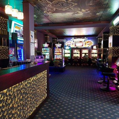 Sală de jocuri Las Vegas Games – Bucureşti, Calea Mosilor – gambling, casino, sloturi, păcănele, jocuri de noroc, ruletă, jackpot-uri, pariuri sportive, cafenea, bar, băuturi din partea casei, tombole, premii cash, distracţie şi multe surprize
