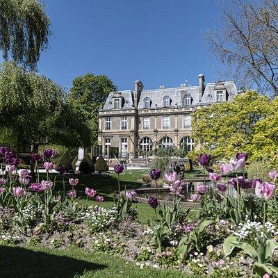 Archives et bibliothèque patrimoniale - Hôtel et jardin d'Emonville