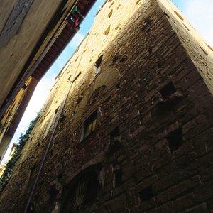La Torre dei Ramaglianti e davanti (cioè verso sx) la Torre dei Belfredelli (lato occidentale)