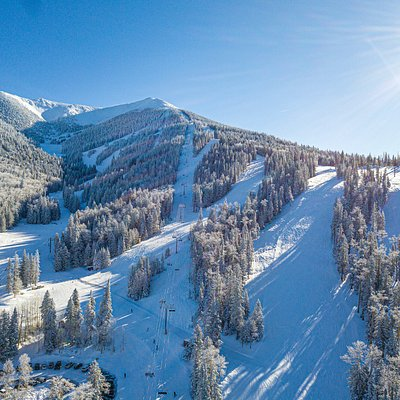 55 trails, 2,300' of vertical drop, and 260 average inches of snowfall. This is winter at Snowbowl.