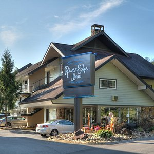 River Edge Inn is located within walking distance of the best attractions and restaurants Gatlinburg has to offer.