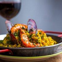 Nossa Paella possui um preparo especial trazido diretamente da Espanha, sabores e texturas únicas.