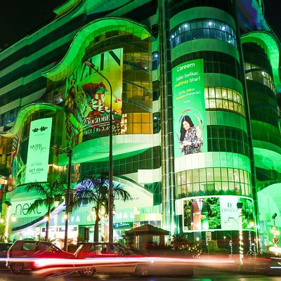 The Safa Gold Mall is a unique experience of shopping & entertainment with the class of environment
