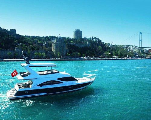 Private yacht cruise on Bosphorus