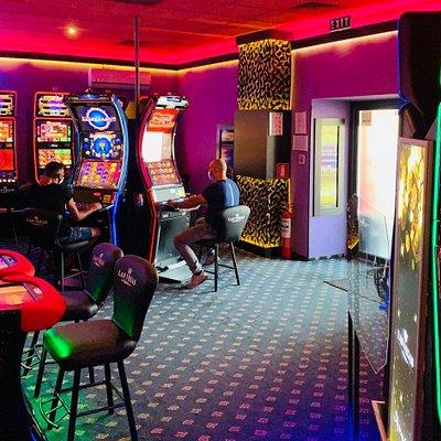 Sală de jocuri Las Vegas Games – Bucureşti, Iuliu Maniu – gambling, casino, sloturi, păcănele, jocuri de noroc, ruletă, jackpot-uri, pariuri sportive, tombole, premii cash, distracţie şi multe surprize.