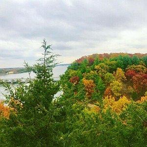 Fall views at Starved Rock