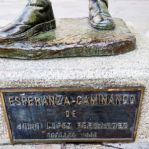Placa descriptiva, Esperanza caminando, Oviedo
