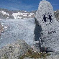 Le sentier des 4 sources (Rhin, Reuss, Ticino et Rhône) dans le massif du Gotthard
