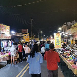 This nigh market run on Saturdays is a good place for family recreation during weekends.
