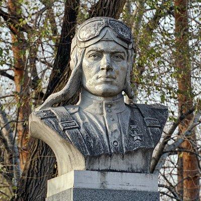 Памятник Алексею Маресьеву