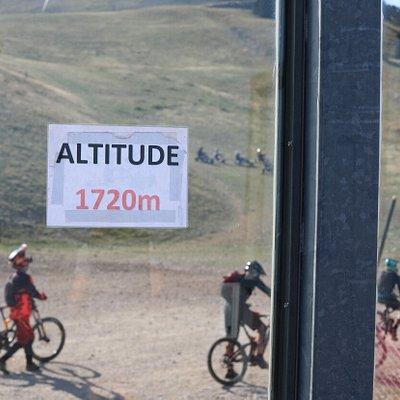 On peut y louer des vélos afin d'effectuer la descente de la cote 200 en VTT