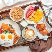 Your morning sets tone for the day. Rise and shine with an energizing breakfast. 🍳🥐☕  La Piazza offers set breakfast for QR 59 per person/ QR 100 for two..  Open daily from 8:00am to 11:30am for inquiries call 7047 3687
