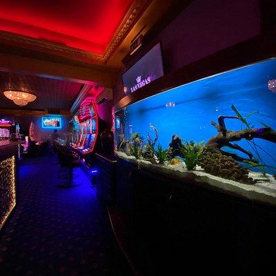 Las Vegas Games – Brașov, Vlahuță – gambling, casino, sloturi, pacanele, pariuri sportive, ruleta, jackpot-uri, tombole, premii cash, bar, cafenea, bauturi din partea casei, distractie si multe surprize.