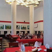 Large  well lit  clean  restaurant