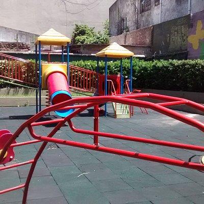 Patio de Juegos de  Plazoleta Agustìn Comastri: Cruce de Av. Còrdoba con calle  Bonpland, Ciudad de Buenos Aires- Argentina 2020.
