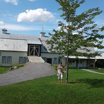 L'entrée de Saint-Pierre Le Vignoble, une ancienne grange restaurée.