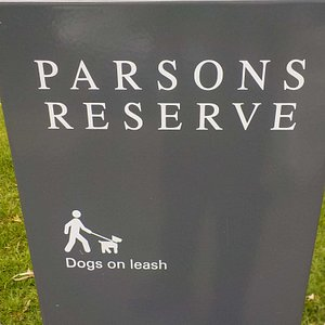 park sign with dog rule