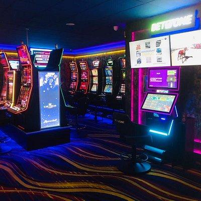 Casino Las Vegas Games – Brașov, Calea București 104  – gambling, sloturi, pacanele, pariuri sportive, ruleta, jackpot-uri, tombole, premii cash, bar, cafenea, bauturi din partea casei, distractie si multe surprize