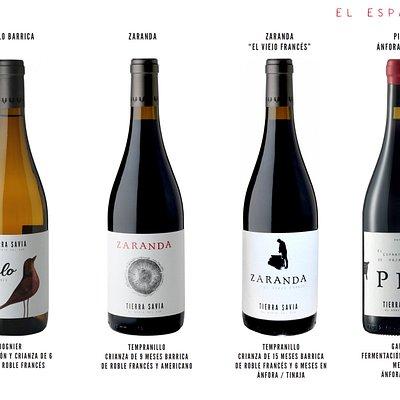Podrás encontrar diversos tipos de vinos que elaboramos nosotros mismos, todos ecológicos.