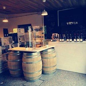 Visita nuestra tienda de vinos.