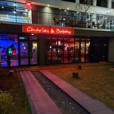Charles & Bobby Entrance and Yard  #제주펍 #서귀포펍 #중문펍  #제주클럽 #서귀포클럽 #중문클럽 #제주맛집 #서귀포맛집 #중문맛집 #jejupub #jejulounge #jejuclub #seogwipopub #seogwipolounge #seogwipoclub #jejuicc