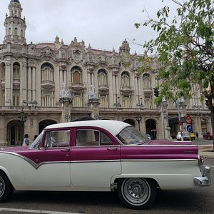 Wonderful view of our 1955 Ford Fairlane and the Theater Alicia Alonso in Havana