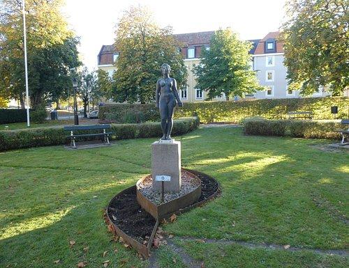 Statyn ''Våren'' i Alingsås