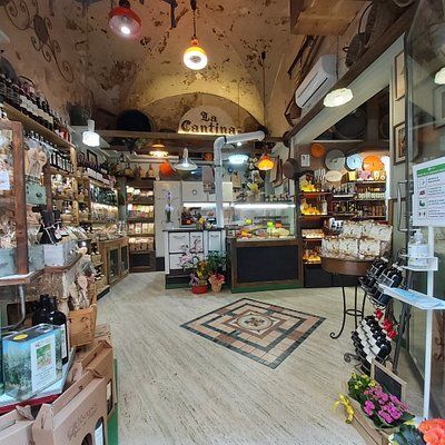 La Cantina di Fabio - Shop nel pieno centro storico di Volterra a pochi passi dalla piazza dei priori!