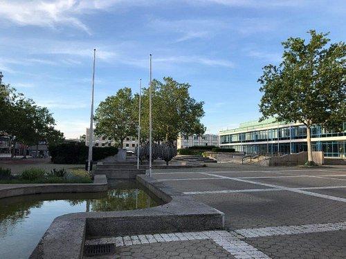 Fontána Röhrenbrunnen Von Rolf Hartmann