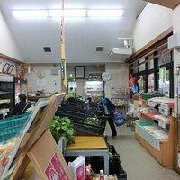 店内の様子、野菜、卵、加工品