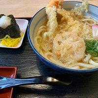 天ぷらうどんとおにぎり ¥740