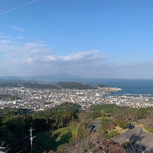 天草市が一望できる十万山(じゅうまんやま)公園からの眺めは言葉を失うほどです。