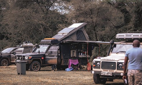 As a nature lover, you will experience Kenya's wild side up close on our adventurous camping safaris. You will camp under the open African sky, listen to the hyenas' laugh at night and discover the soft tracks of antelopes on the dusty trail to the showers the next morning. If you are looking for an authentic nature experience away from civilisation, our camping safari may quickly develop into your adventure of a lifetime.