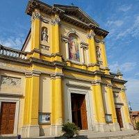 La chiesa di San Biagio si trova a Galgiana, frazione di Casatenovo. Le prime notizie di questa chiesa risalgono al 1531, anno in cui venne ceduta ai frati domenicani di Milano. La facciata, semplice e di colore giallo, è arricchita da una balconata, un dipinto centrale, affiancato da nicchie con statue.