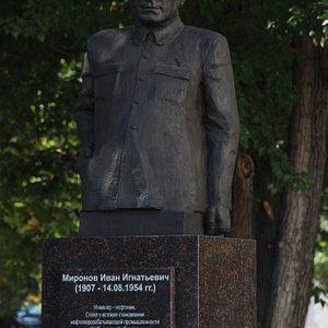 Памятник первостроителю И.И. Миронову