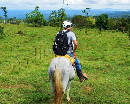 El guía experto que los llevara a lugares magníficos mientras vas montado sobre el caballo