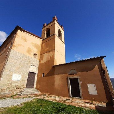panoramica con facciata e campanile