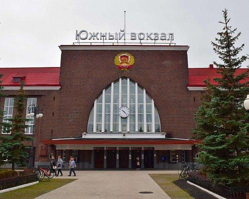 Калининград-Пассажирский (Южный вокзал). Главный фасад здания вокзала