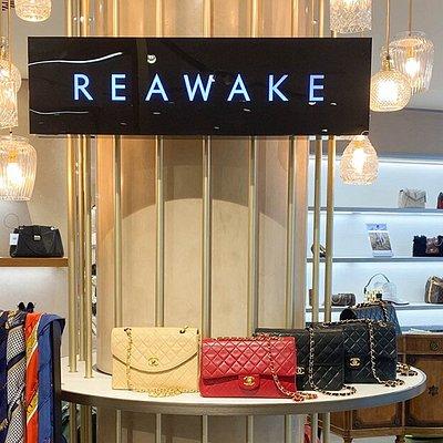 REAWAKE High-End Secondhand  im Jelmoli Department Store in Zürich.