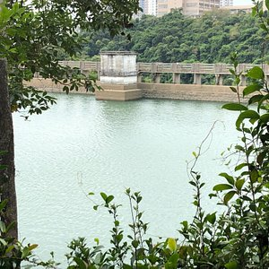 Hiking trails around Aberdeen (Upper & Lower) Reservoirs - view of the Upper Reservoir Dam and Valve House