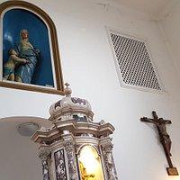 Crocifisso, particolare del tabernacolo, nicchia con S.Maria e Gesu' Bambino
