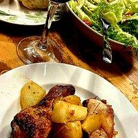 pollo al horno con patatas, plato de menú