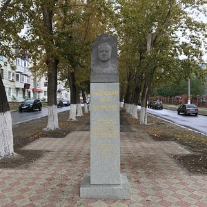 Памятник Сафразьяну
