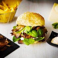 Limited Edition Style Plus Ham, asiago, spinacino, maionese, sbrise alla piastra, accompagnato da patate fritte