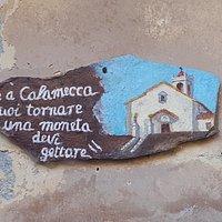 pittura su un muro del paese raffigurante la chiesa