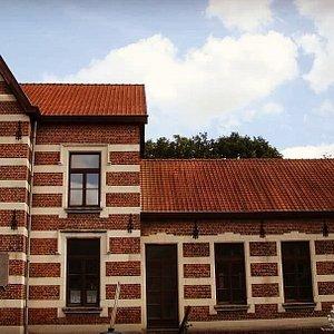 Le Musée Armand Pellegrin prend place dans l'ancienne école communale d'Opheylissem