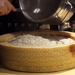 Riso al Blu di pecora in crosta di Parmigiano e tartufo
