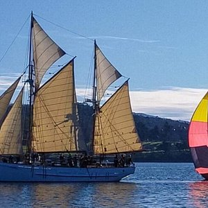 Sailing the River Derwent; Full sail with Apache