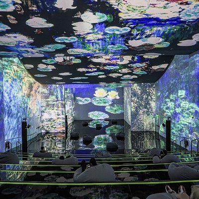ToDA's impressive art space covers over 1,800 m2 with projection all over the walls, floor, and ceiling. Full immersive projection of images installed on all surfaces creates a unique exhibition space which immerses visitors into the beautiful world of art.